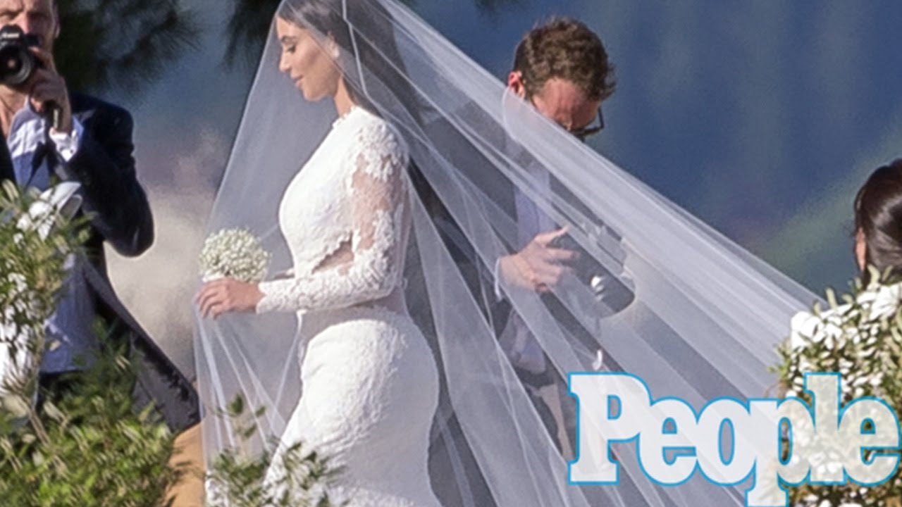 Kim kardashian wedding dress kanye west