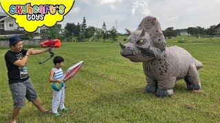 GIANT TRICERATOPS Chases Skyheart | Jurassic world action dinosaurs for kids toys