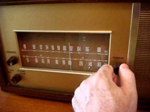 Late `50s MCM Magnavox FM 16.1 AM-FM Tube Table Top Radio
