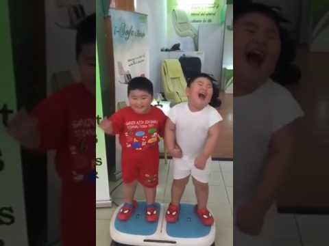 رقص اطفال مضحك thumbnail