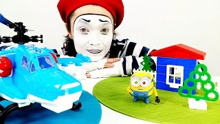 Clown Alex and home to a minion! Funny Videos for kids! МИНЬОН  и МИМ Алекс!