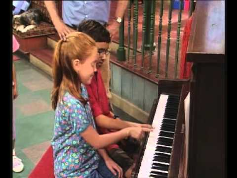 Barney – Play Piano with Me