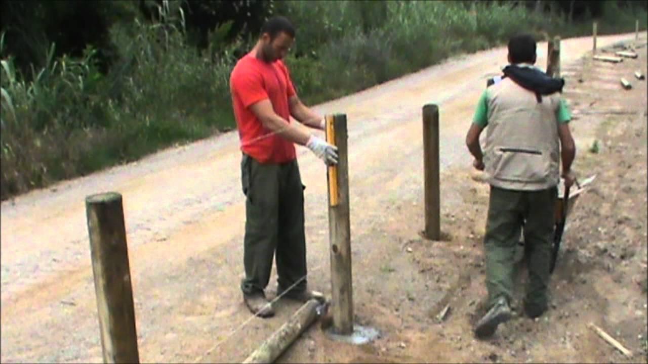 Valla tejana de madera tratada con pletinas met licas - Como hacer cemento para suelo ...
