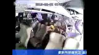 Impresionante accidente de bus en China captado por camara de seguridad