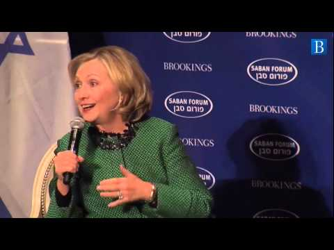 Hillary Clinton: Dropping Oil Prices Put Pressure on Iran