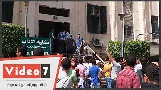 بالفيديو.. طلاب الإخوان بجامعة القاهرة يقتحمون كلية الآداب