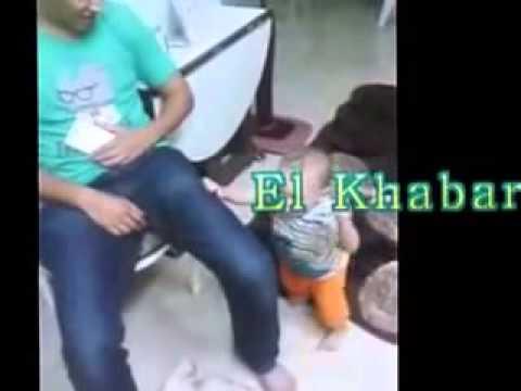 طفل رضيع يرقص علي اغنيه مصر اسلامية thumbnail