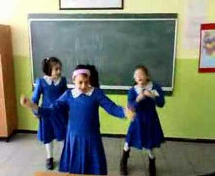 okuldaki çılgın kızlar  kevser sevil sevilay MP3