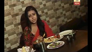 Jaba from the serial 'Ke Apon Ke Por' is tasting new recipe in Restaurant: Watch
