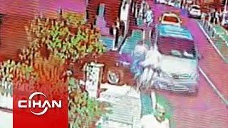 Kaza Anı Kamerada: Minibüs Yol Kenarındaki Yayalara Böyle çarptı