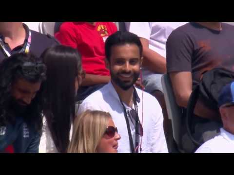 Boy proposing a girl in Live match  IND vs ENG 2nd ODI