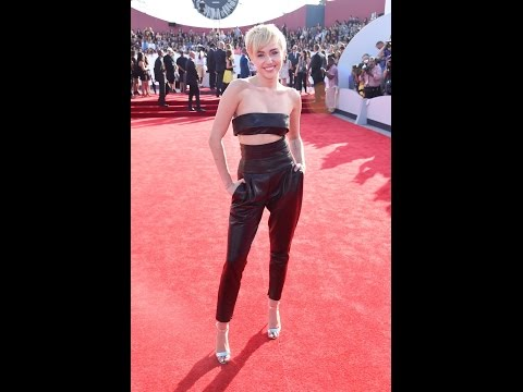 Miley Cyrus Is Surprisingly Sleek On The 2014 Vmas Red Carpet video