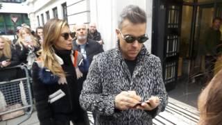 Robbie Williams and Ayda Field in London 05 10 2016 (2)