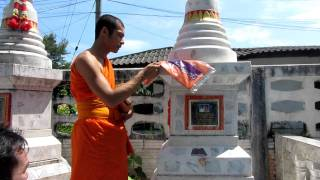 Thailand : Paying respects at your parents grave with a Buddhist monk - Yala 720p HD