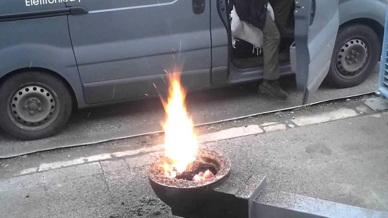 Bruciatore a pellet per forno