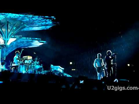 http://www.u2gigs.com - U2 performing New Year&#039;s Day during their 360&Acirc;&deg; concert in Moscow, Russia, Luzhniki Stadium on August 25th, 2010.