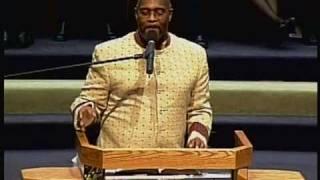 Pastor Marvin Winans singing ole' hymn