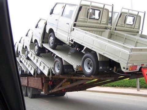 Один грузовик везет 18!