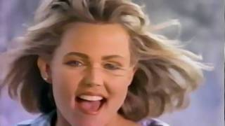 Клип Belinda Carlisle - I Feel The Magic