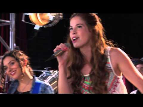 Violetta Cami y los chicos cantan ¨Ser Mejor¨en inglés
