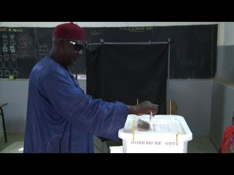 Senegal votes in contentious election