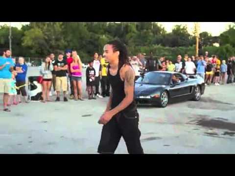 حركة خطيرة لشاب يتخطى سيارة مسرعه بالقفز Music Videos