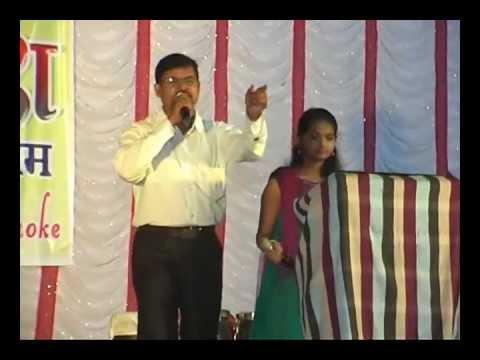 Dhire Dhire Bol Koi Mukesh-lata Gora Aur Kala video