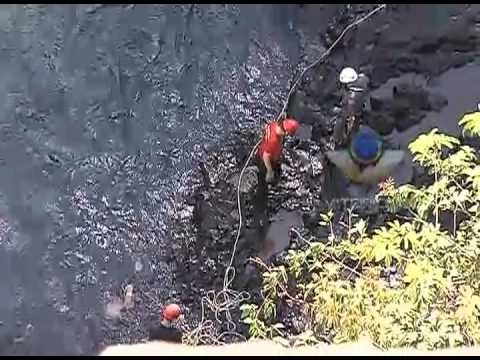 Imagens mostram resgate do corpo de mulher que caiu de cachoeira - PARTE 1