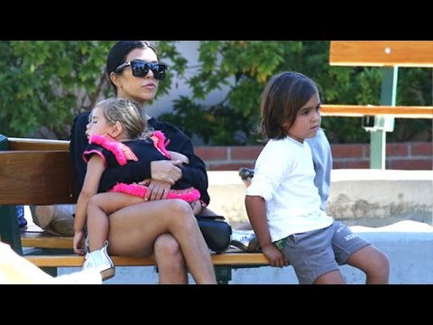 Single-Mom Kourtney Kardashian At The Park