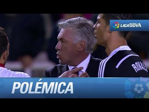 Ancelotti y Cristiano Ronaldo protestando al árbitro al final del partido