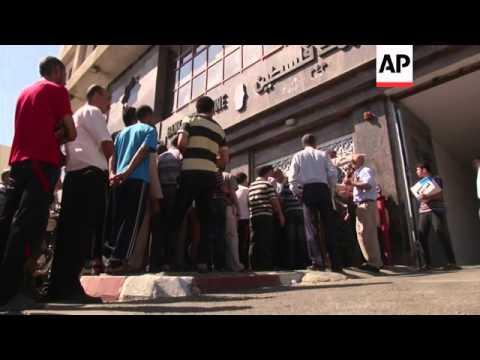 Israel and Hamas have begun a humantarian cease-fire, so Gaza citizens can get supplies. Israeli pol