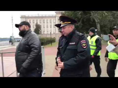 Митинг Навального в Нижнем Новгороде/полицейские разбирают сцену (29.09.17)