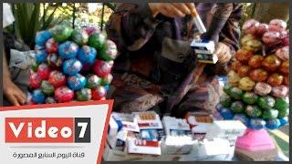 بالفيديو.. سيدة تبيع «سجائر فرط» داخل حرم جامعة القاهرة