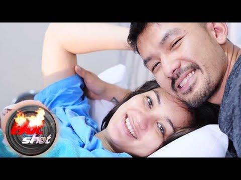 Rio Dewanto dan Atiqah Hasiholan Dikaruniai Bayi Perempuan - Hot Shot 24 Juni 2017