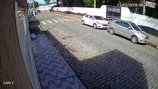 Momento em que os assassinos chegam à escola Raul Brasil em Suzano