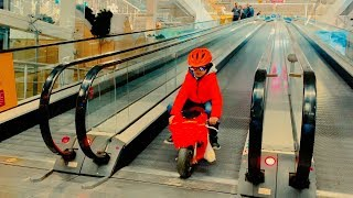 Funny Den ride on red sportbike to the supermarket