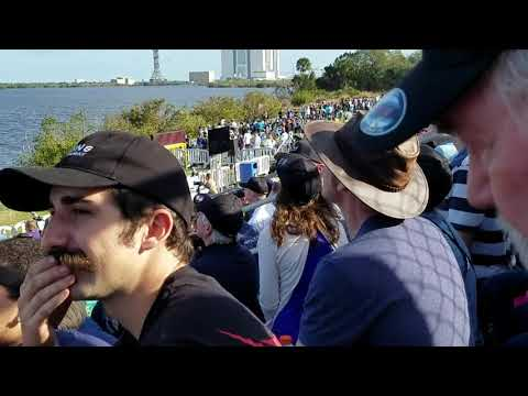 Compilation of crazy crowd reactions to twin Falcon Heavy booster landing.