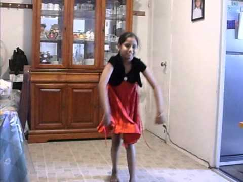 mujh ko hui na khabar....danced by Anika
