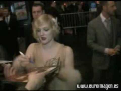drew barrymore grey gardens premiere dress. Drew Barrymore, exhuberante en la premiere de Grey Gardens