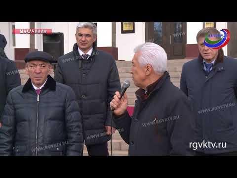 Муниципалитеты Дагестана получили 40 школьных автобусов и машин скорой помощи