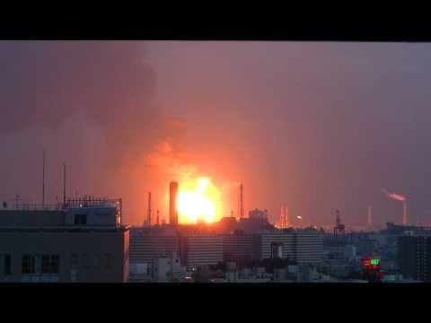 東北地方太平洋沖地震 石油コンビナート爆発の瞬間