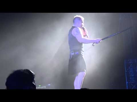 Robbie Williams - We Will Rock You/I Love Rock N Roll - 25-4-15 Abu Dhabi HD FRONT ROW