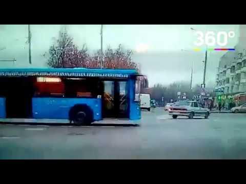 ДТП с автобусом на «Сходненской» попало на камеру регистратора