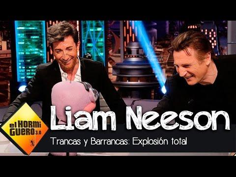 Liam Neeson adivina junto a Trancas y Barrancas lo objetos explotados - El Hormiguero 3.0