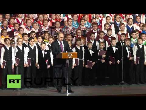Russia: Kremlin kicks off New Year celebrations with 1000-strong children's choir