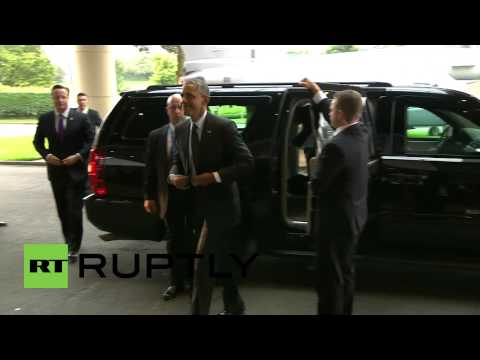 UK: Obama arrives at NATO summit with Cameron in tow