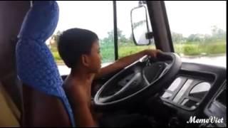 Con nít lái xe khách