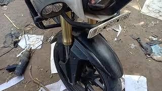 Mahindra Mojo Full Wrap Pal White and Black Carbon Fibre