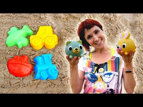 Маша Капуки и игрушки на пляже. Видео на море для детей.