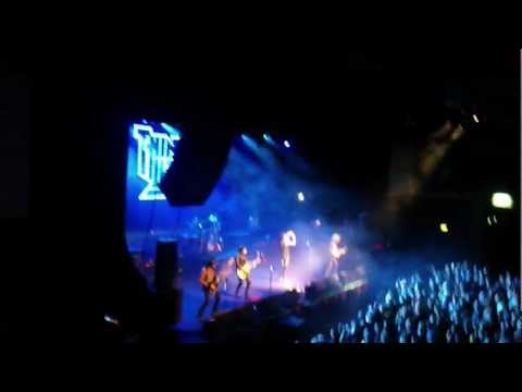 Thin Lizzy - Dancing in the Moonlight live 2011